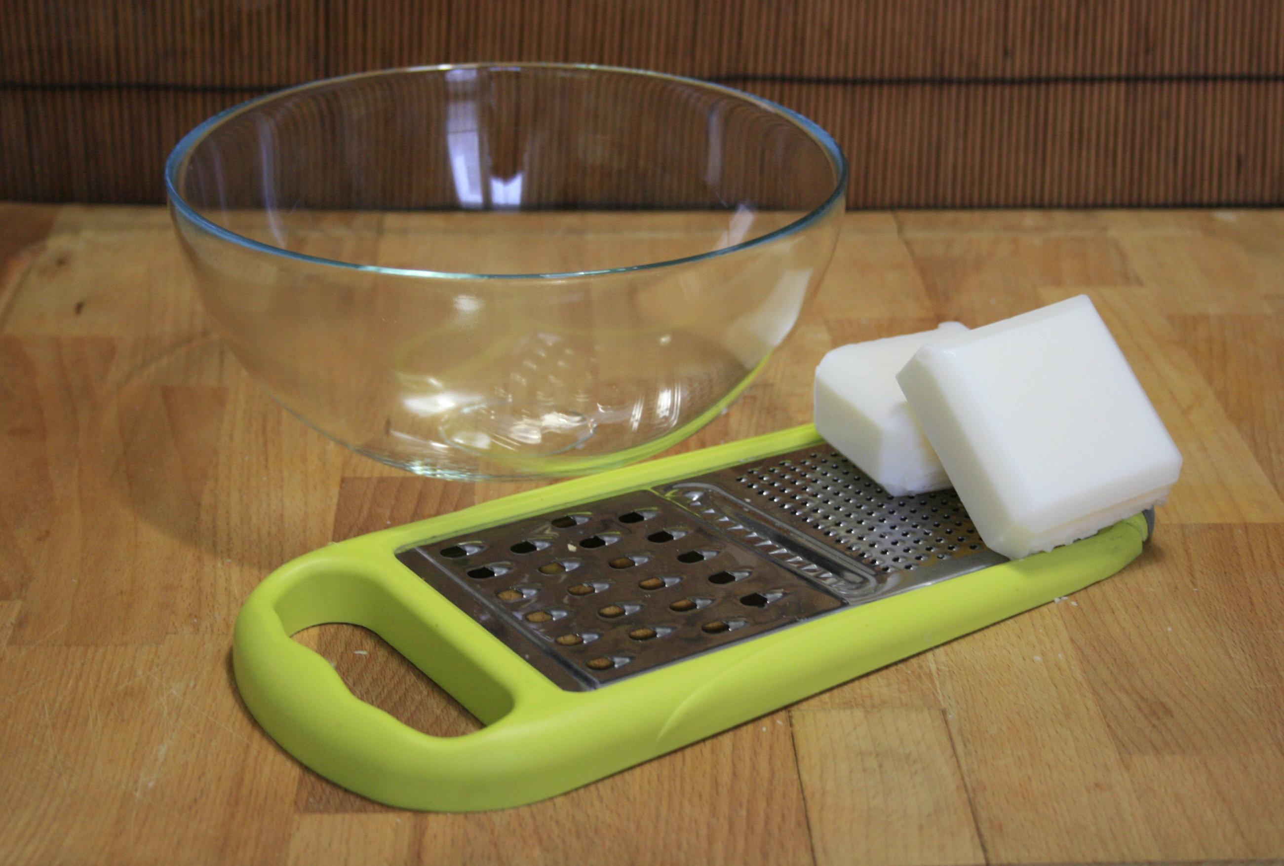 Detersivo neutro per bucato fatto in casa - Sapone neutro per pulizie casa ...